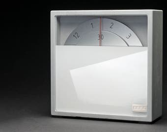 Table clock anno z concrete