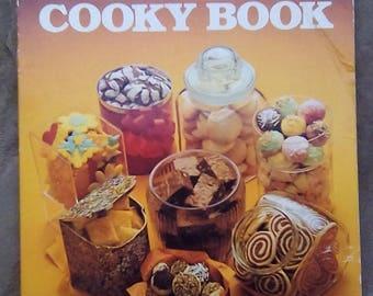 Vintage 1979 Betty Crocker's Cooky Book Golden Book
