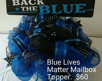 Back the Blue Mesh Mailbox topper.