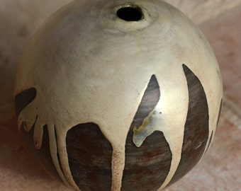Ball object, was also in the pit, is provided before partially with white glaze