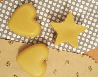 Bees wax melts scented with grapfruit and citrus.