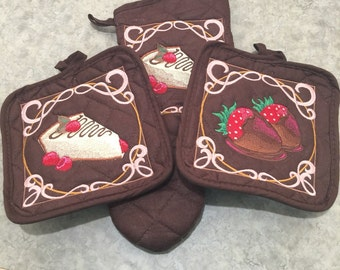 Chocolate Brown Embroidery Hot Pad and Mitt Set