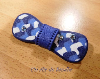 "Bow tie's ""Jeans"", polymer clay brooch."