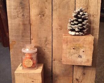 Pallet wood block shelf