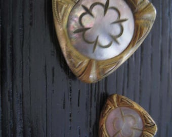 2 buttons antique MOP mother of pearl original form