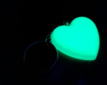 Phosphorescent to heart keychain