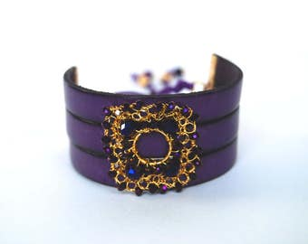 Leather and wire crochet bracelet