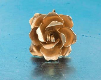 Giovanni Flower Pendant   Gold Tone   Floral Jewellery   Vintage