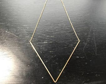 Simple and elegant gold geometric necklace