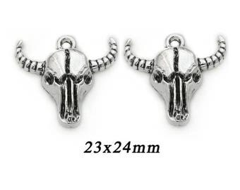 Buffalo 23 × 24 mm metal head pendant