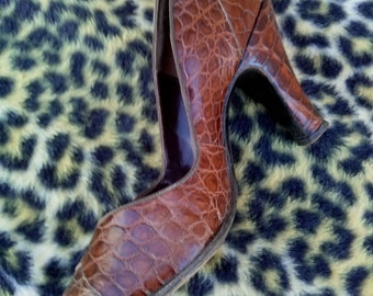 Vintage 1950s Shoes High Heels Brown Closed Toe Pumps US 6