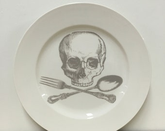 skull and cross-utensils 12 inch serving platter in Ghostie Grey