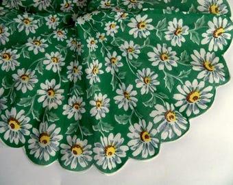 Vintage Round Floral Handkerchief - Daisies - Scalloped Edge