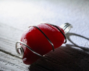 Red Sea Glass pendant - Sea glass jewelry - Wire Wrapped sea glass - Boho jewelry - Boho style - Dark red beach glass - Gift beach lover