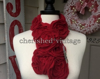 SHoRT SCaRF, RuFFLe RoSE FLoWeRs, ReD