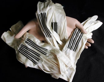 Beautiful 1920s Unused Clark's Ladies Black and White Silk Gloves Original Box Three pairs
