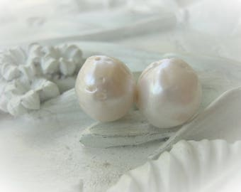 Natural White Baroque Pearl Pair Flameball Pearl Item No. 0029