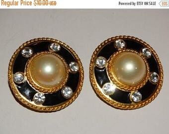 Vintage Navy Blue & Gold Clip On Earrings Pearl Center Rhinestone accents Summer Time Fashion Lightweight Royal Blue Patriotic USA Blue