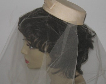 wedding hat . pillbox hat . pillbox hat with veil . short vintage veil . cream veil and hat . vintage wedding