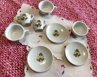 Vintage Childrens China Tea Set & 2 Placemats, Toy Dishes, Play Tea Set, Play House, Pretend Play, Doll Dishes, Teddy Bear Tea Set