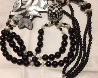 Huge Vintage Asymmetrical Lee Sands Necklace. 3 Inch Mother of Pearl Shell Flower Inlaid in Black Resin Perfect for a Beach Wedding (D13)