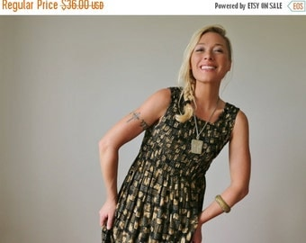 ON SALE 1980s Smock Block Dress >>> Small to Large