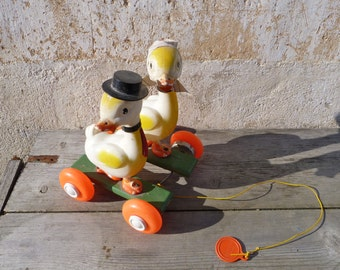 Vintage 1960s/60s French pull along pair of ducks toy
