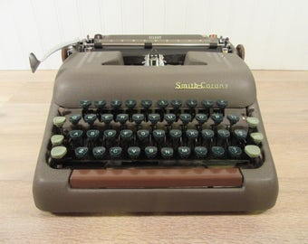 Smith Corona Silent vintage typewriter with case- typewriter and case in nice condition-1940s
