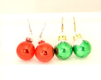 Vintage Christmas Ornament Pierced Earrings 2 Pairs Dangle Drops Red Green Christmas Ball Decoration Earrings