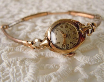 Vintage Ladies Gold Tone Wrist Watch for Parts Welsbro Shockproof