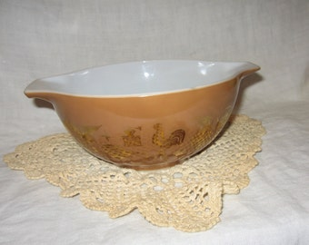 Vintage Pyrex Mixing Bowl 1-1/2 quarts  Brown and Gold