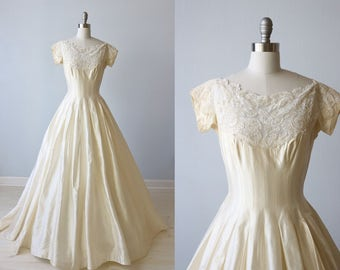 1950s Wedding Dress / Lace Cream Short Sleeves / Modest Wedding Dress / Penelope