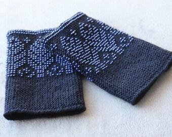 Handknitted lithuanian beaded dark blue woolen wrist warmers, traditional lithuanian costume, beaded wrist warmers