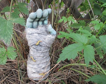 Mummy Hand Concrete Garden Statue Indoor/Outdoor Ghoul Zombie Creepy Halloween