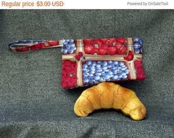 Sale 15% off Reusable Snack Bag, Berry Baskets Print