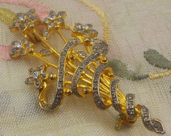 BEAUTIFUL - Vintage - Brooch - Lapel Pin - Brilliant and bright - Gold Tone - Rhinestones - Signed WLIND