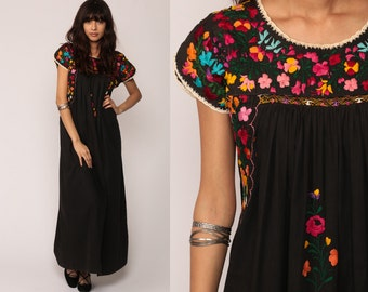 Mexican Maxi Dress Black Oaxacan Embroidered 70s Hippie Boho Vintage Ethnic Bohemian 1970s Traditional Gypsy Medium