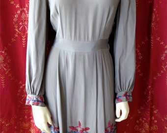 Antique Late 1920s-Early 1930s Gray Silk Embroidered Afternoon Dress Elegant Bohemian 34 Bust