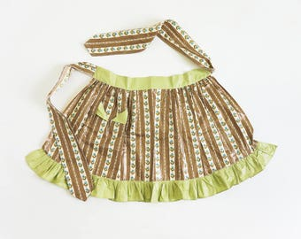 Vintage 1960s Womens Size S-M Half Apron / Polished Cotton, Blueberries and Dots Print, Brown Chartreuse Green, Pleated Hem