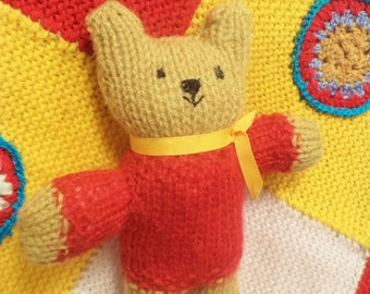 small red bear, red christmas bear,  small gold bear, vintage teddy, vintage bear, 70s kitsch bear, small knitted bear, smiling bear