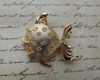 jewel fish brooch 60s gold AB aquatic ocean lapel pin vintage jewelry