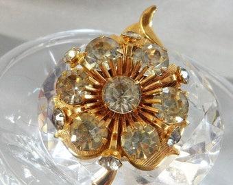SALE Vintage Clear Rhinestone Leaf Brooch. Gold Plated Rhinestone Leaf Pin.