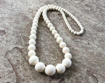 Cream Necklace, Off White Necklace, Off White Bead Necklace, Chunky Necklace, Off White Beaded Necklace Chunky Bead Necklace Vintage Jewelry