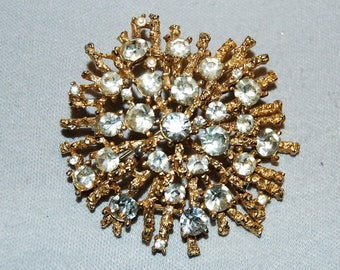 Huge Lisner Sparkling Brooch / Clear Rhinestone / Vintage /Signed / Designer / Gold / Old jewelry