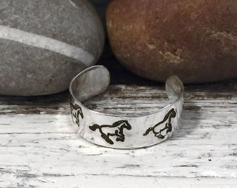 Handmade sterling silver toe ring with galloping horses pattern, horse toe ring, holiday jewellery, beach jewellery, summer