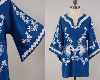 Vintage 70s indigo cotton embroidered MEXICAN tunic with bell sleeves / Flowers and peacocks embroidery / 1970s tunic top