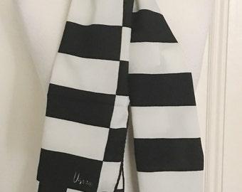 Vintage Black and White Vera Scarf