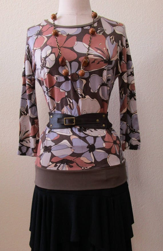 Geometric pattern mix color print top with 3/4 sleeves plus made in USA (v138)