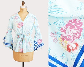 Vintage 70s Floral Kimono TOP / 1970s Floral Print Cotton Soft Draped Hippie Pointed Bell Sleeve Tunic Blouse medium m