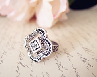 Medieval flower ring-Victorian ring-Aged brass-adjustable-steampunk-edgy chic V097